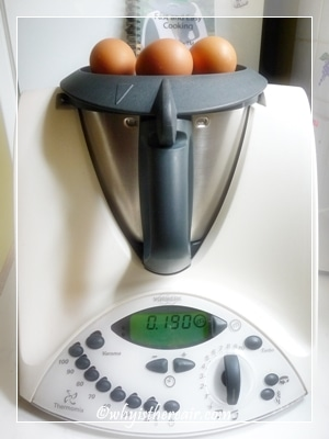 Weigh the eggs on top of the Thermomix