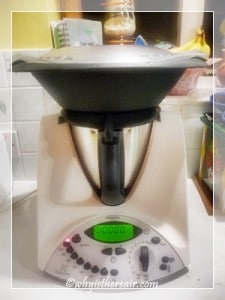Place the Varoma on top of the lid to steam vegetables, meats, cakes and more